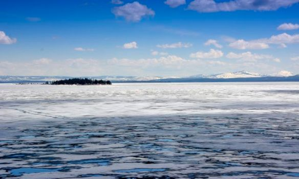 The frozen Yellowstone Lake
